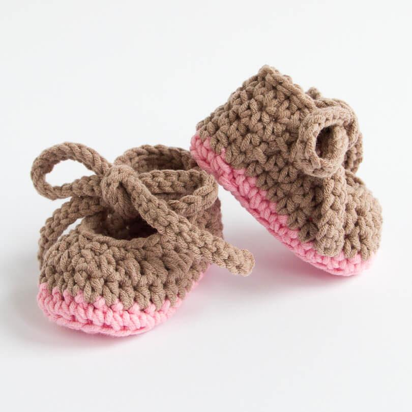 Szydełkowe buciki - Różowy / Jasny brąz