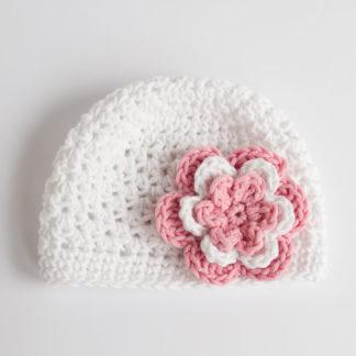 Szydełkowa czapeczka z kwiatem - Biała