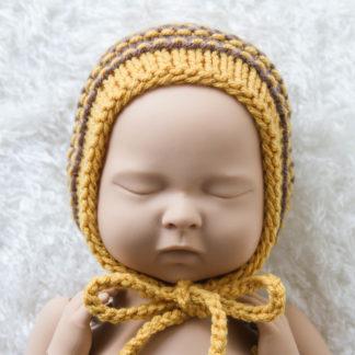 Miodowo-brązowa czapeczka bonetka dla noworodka