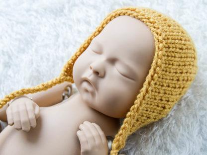 Miodowa klasyczna czapeczka bonetka dla noworodka