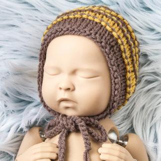 Brązowo-miodowa czapeczka bonetka dla noworodka